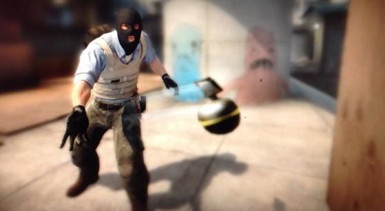 Los jugadores podrán ceder granadas y otras utilidades a sus compañeros de equipo. - Counter Strike : Global Offensive
