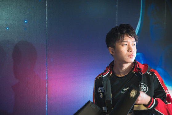 Clearlove, leyenda del LoL y entrenador de EDG, aislado en Wuhan por el coronavirus