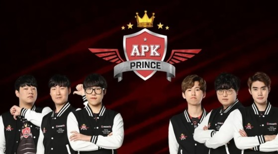 APK Prince le hace un favor al T1 de Faker y le enseña a DragonX la chapita de SKT