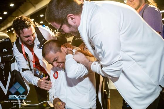 Shanks: unas lágrimas, dos fotos y un hito para el fighting game español